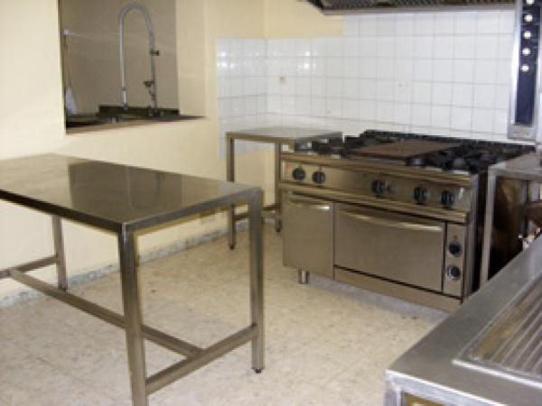 vue de l'espace cuisine et son lieu de preparation . à COLOGNE